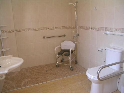 Rollstuhlgerechtes Ferienhaus Finca Mallorca Behindertengerecht Can  Picafort Rollstuhlgerechtes ...