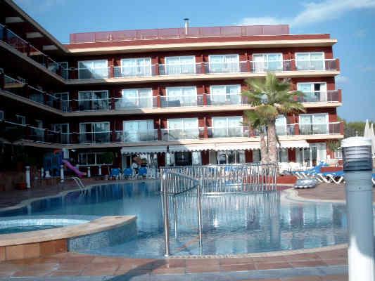 Haltegriff Dusche Behindertengerecht : Der Außenbereich mit Pool ...