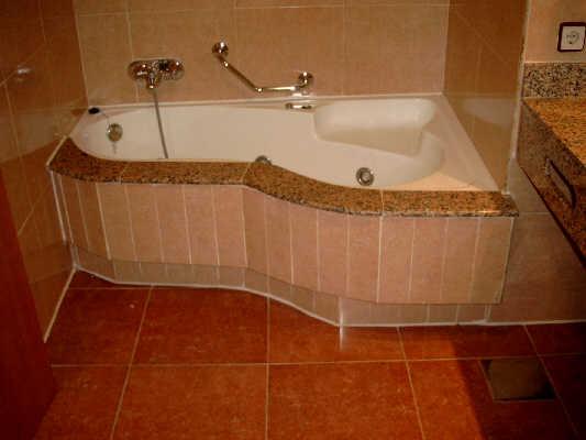 Haltegriff Dusche Behindertengerecht : dusche schwelle vor der dusche haltegriff platz in der dusche